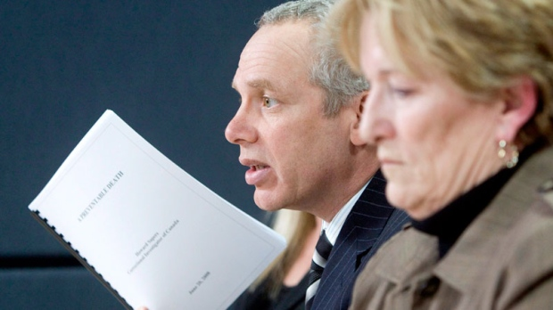 Julian Falconer(left), lawyer for the Smith family, holds up a copy of the Correctional Investigators report as Coralee Smith, the mother of Ashley Smith, looks on at a news conference in Ottawa, Wednesday, March 4, 2009. (Tom Hanson / THE CANADIAN PRESS)