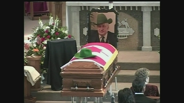 Hundreds honour Eugene Whelan