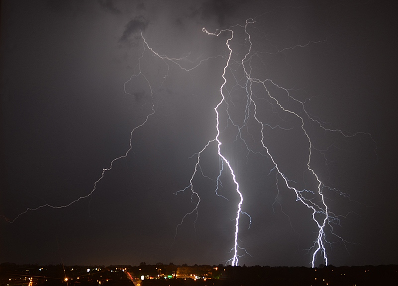Lightning is seen in Cambridge, Ont., on Monday, May 20, 2013. (Clive O'Neill / MyNews.CTVNews.ca)