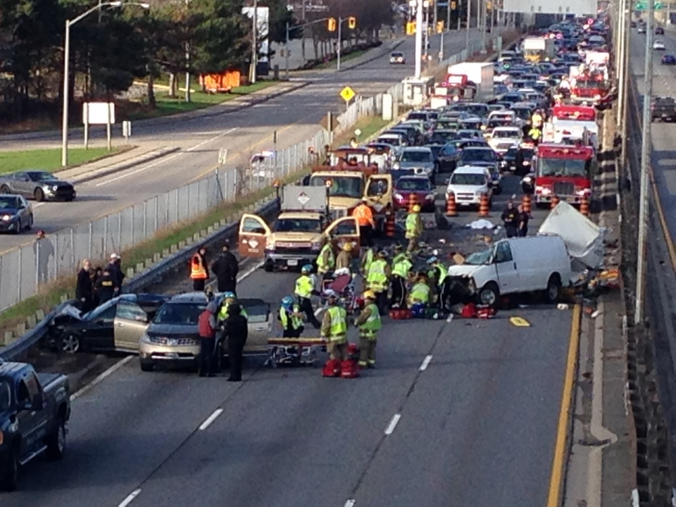 One Dead Six Hurt In Crash On Qew In Mississauga Ctv