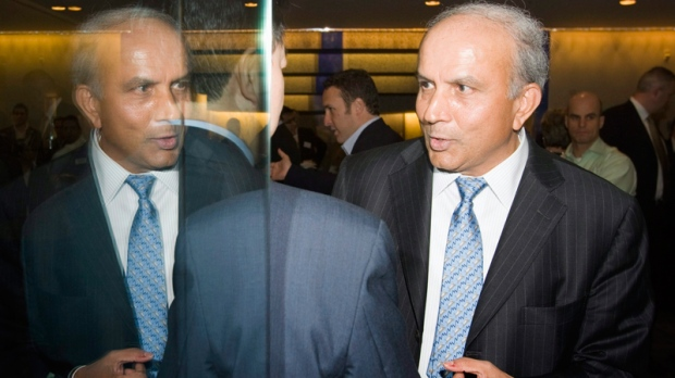 Fairfax Holdings Chairman and CEO Prem Watsa chats with shareholders as he leaves the company's annual general meeting in Toronto on Wednesday, April 15, 2009. (Frank Gunn / THE CANADIAN PRESS)