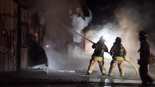 Firefighters work to bring a blaze under control at the Classy Lane Stables, in Puslinch, Ont., on January 5, 2015. (Andrew Collins / THE CANADIAN PRESS)