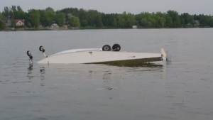 Float plane crashes into puslinch lake