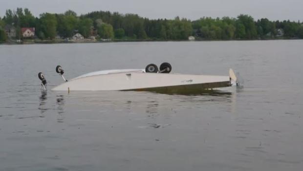 Float plane crashes into puslinch lake
