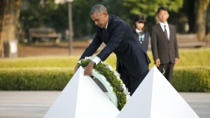 U.S. President Barack Obama lays a wreath at Hiroshima Peace Memorial Park in Hiroshima, western, Japan on Friday, May 27, 2016. (AP / Shuji Kajiyama)