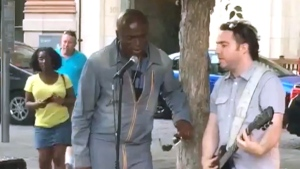Seal performs with Montreal busker