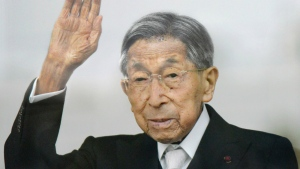 Japan's Prince Mikasa waves to well-wishers from a balcony during a New Year's public appearance at the Imperial Palace in Tokyo on Jan. 2, 2015. (Kyodo News)