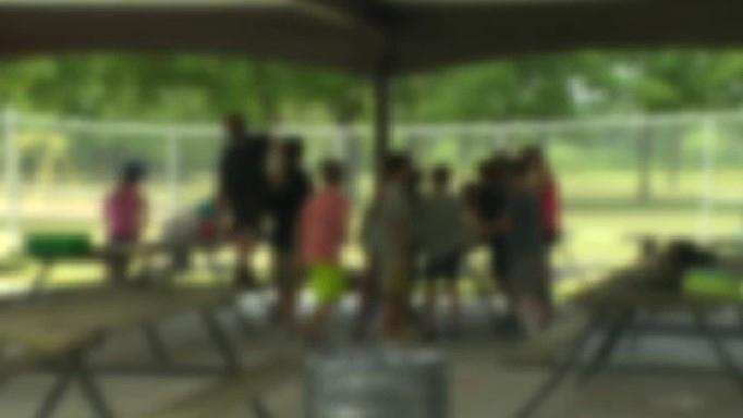 perkemahan hari anak-anak musim panas semalaman